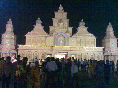 A crowded pandal late at night...